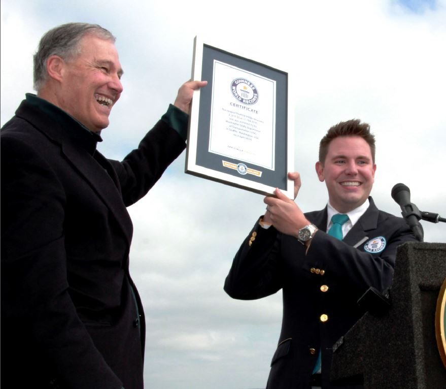 AGC of Washington_Inslee with Guinness Certificate