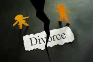 10783408 - torn piece of paper with divorce text and paper couple figures