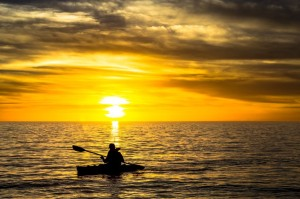 17174459 - fisherman in the kayak on the ocean in front of dramatic sunset