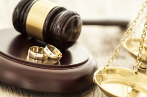 61047335 - divorce concept with gavel and wedding rings
